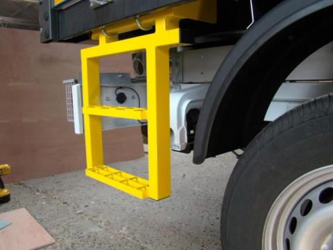 Mercedes Sprinter Dropside Tipper Side Step 2